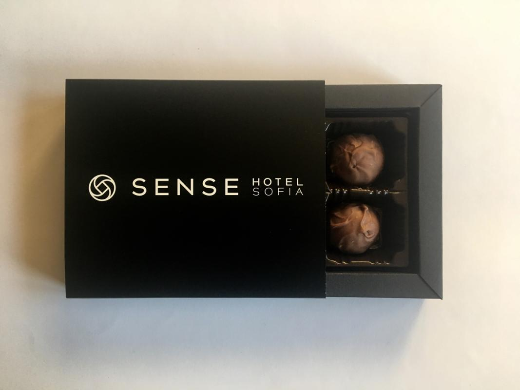 Branded box with 4 truffles - Promotional chocolate products